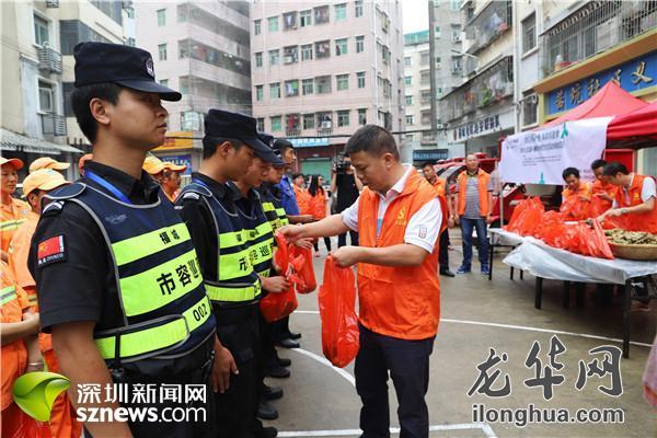 粽香满社区 福城街道环卫工、巡防队员共享爱