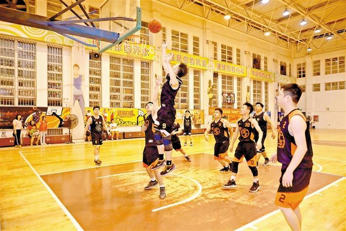 篮球赛现场.