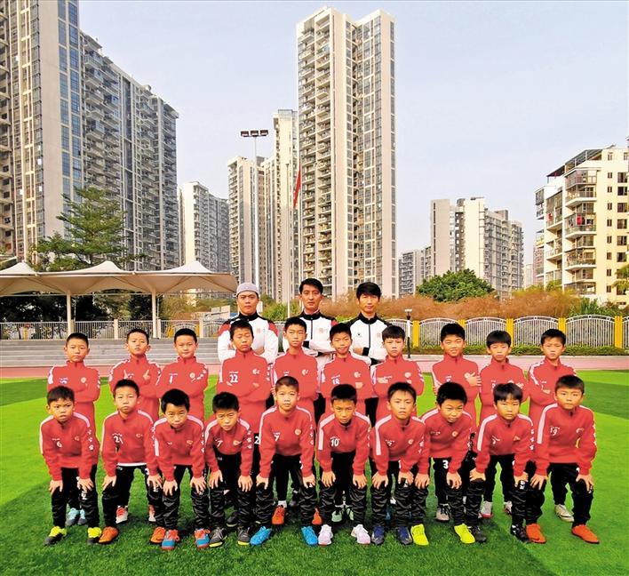市青少年足球锦标赛落幕 龙华足球小将男子U11队获亚军
